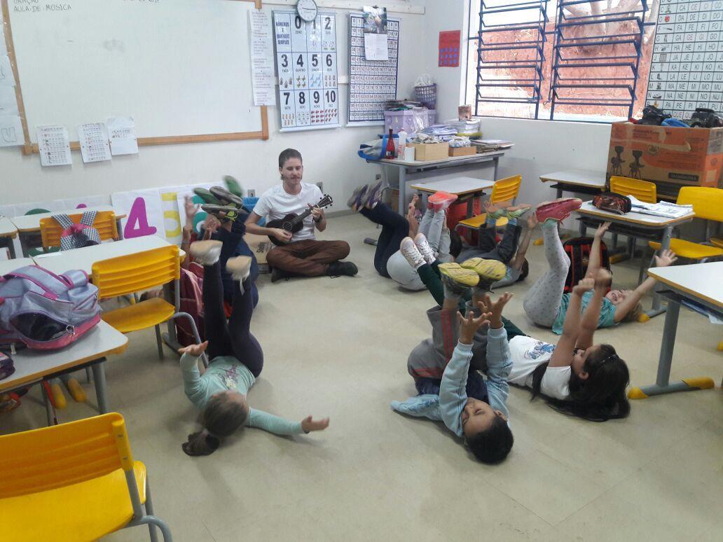 Alunos da Escola Progresso na Aula de Música